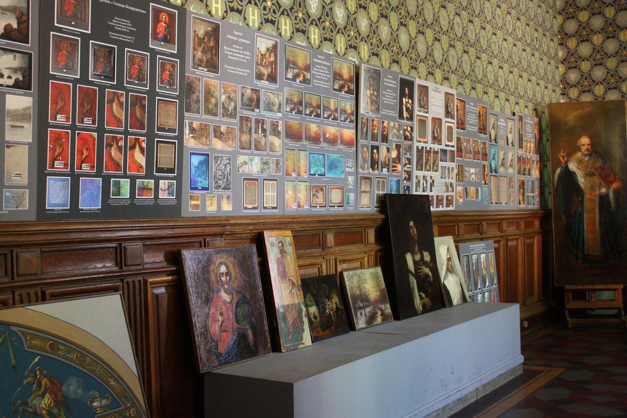 Выставка дипломных работ кафедры Живописи и реставрации 000