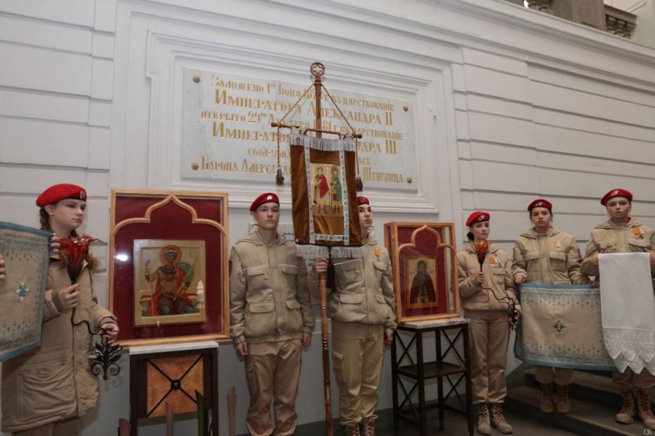 Выпускники, преподаватели и студенты Академии Штиглица передали свои произведения в дар православному храму в Сирии