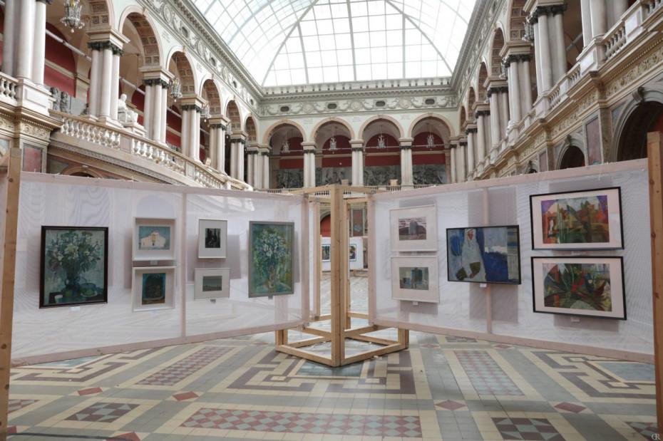 Выставка «Цвет на бумаге» объединила петербургские вузы