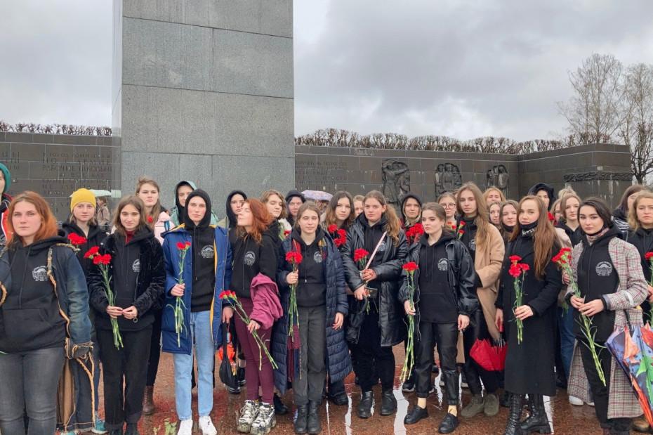 Студенты Академии Штиглица приняли участие в акции «Памяти павших будьте достойны!»